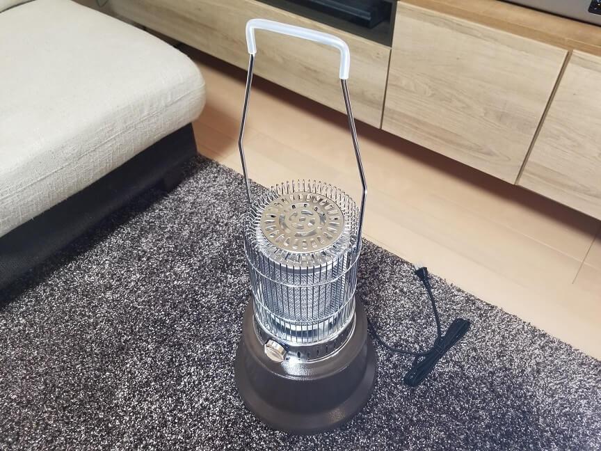 モダンデコのレトロ電気ストーブの外観